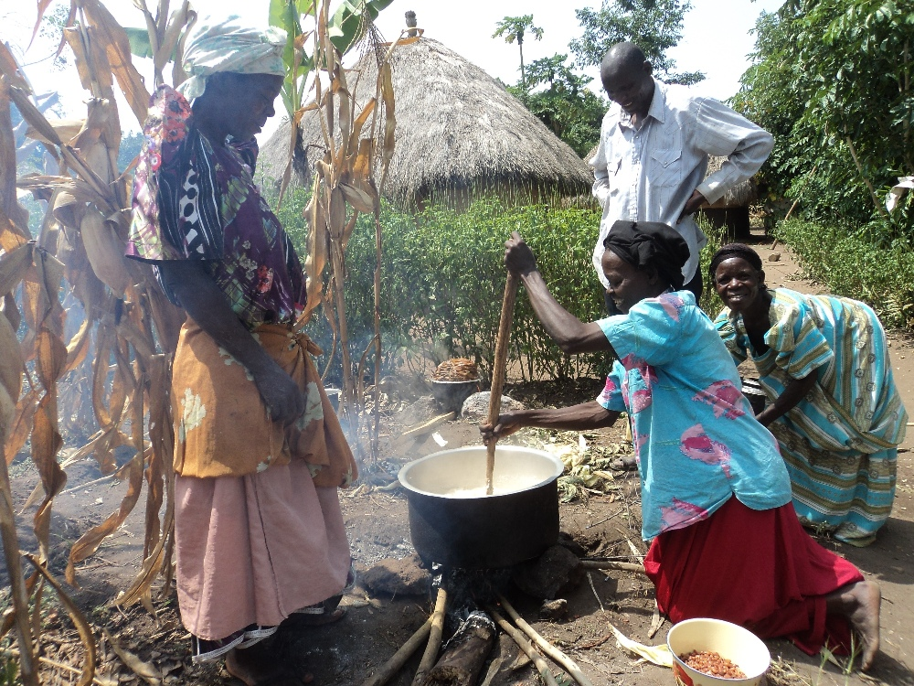 the African tradition----cooking on the ground