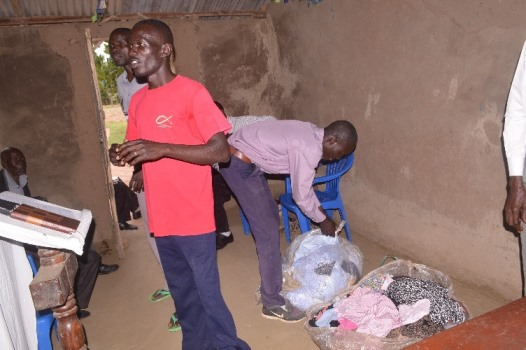 sept 2016 Opening the bandle of clothes at the conference..JPG
