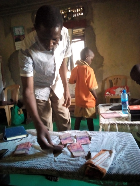 deed 10 Seller 'bp Basule' counting and verifying the all the cash before taking..jpg