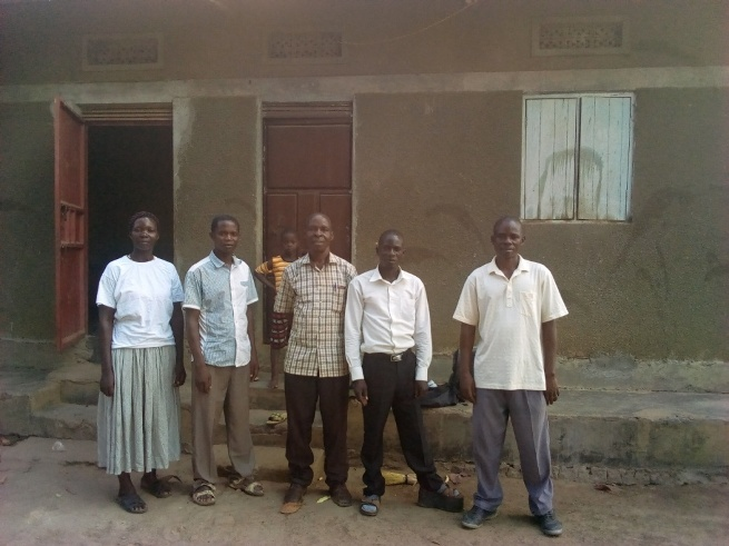 deed 9 Pr Katandi, Bp Bita with the seller and some of the wiitnesses.jpg