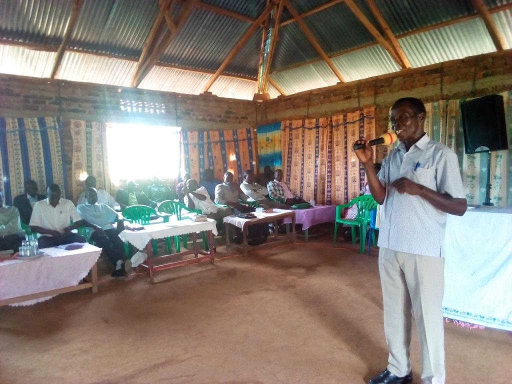 Pr Katandi teaching.2.jpg