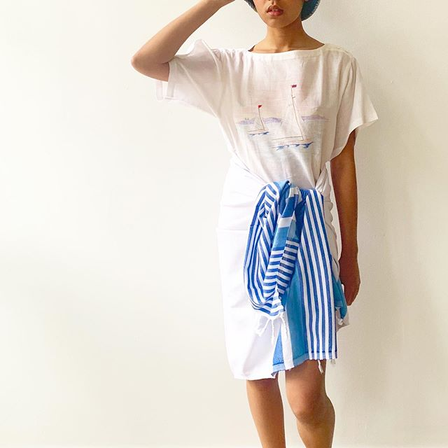 Beach look available at @cuttalossa.co ! Our retro stripe Turkish towel works great with @waywardcollection 's linen sailboat tee and bucket hat.