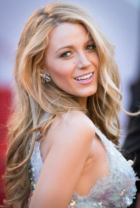 Could Blake Lively be any more perfect? The 'Gossip Girl' completed her look with jewellery by Lorraine Schwartz.