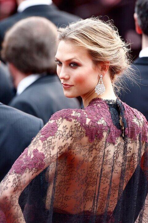 Karlie Kloss chose 18 carat diamond and white gold earrings, fair-mined Chopard's ethical diamond mines in South Africa.