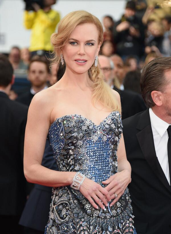 Nicole Kidman wore an Armani Prive gown with a bustier encrusted in crystal baguettes and pearls (and Harry Winston diamond line earrings).