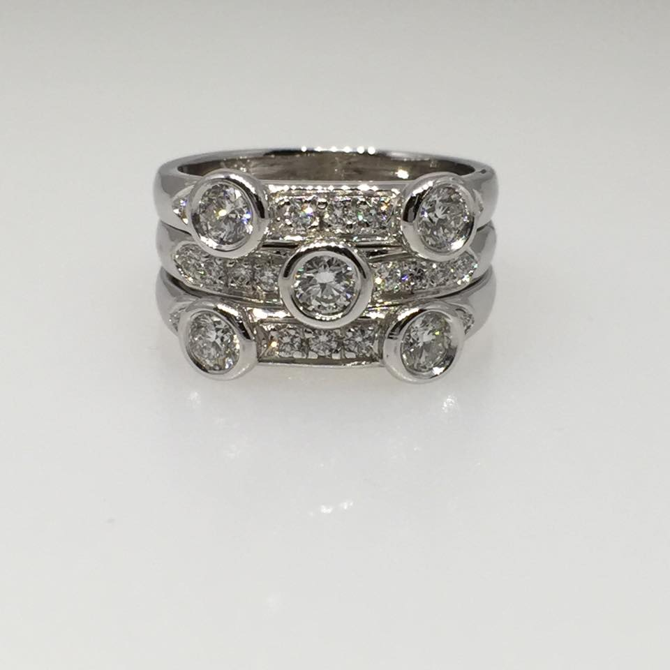 18 Karat White Gold Stackable Rings. Diamonds: 1.04 cts.