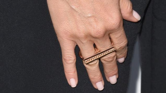 jennifer-aniston-engagement-ring