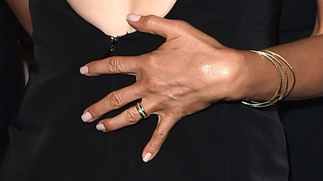 jennifer-aniston-engagement-ring