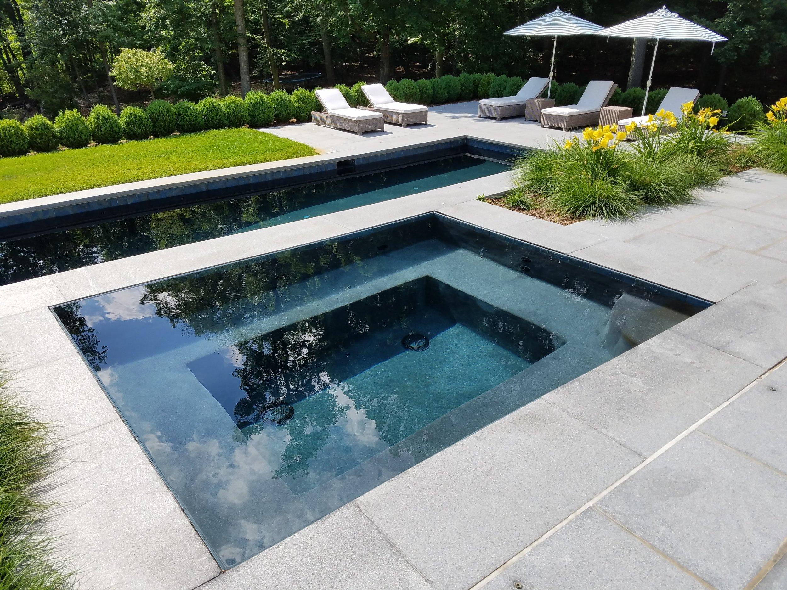Ridgefield Lautner Edge spa with lower pool entertaining area.