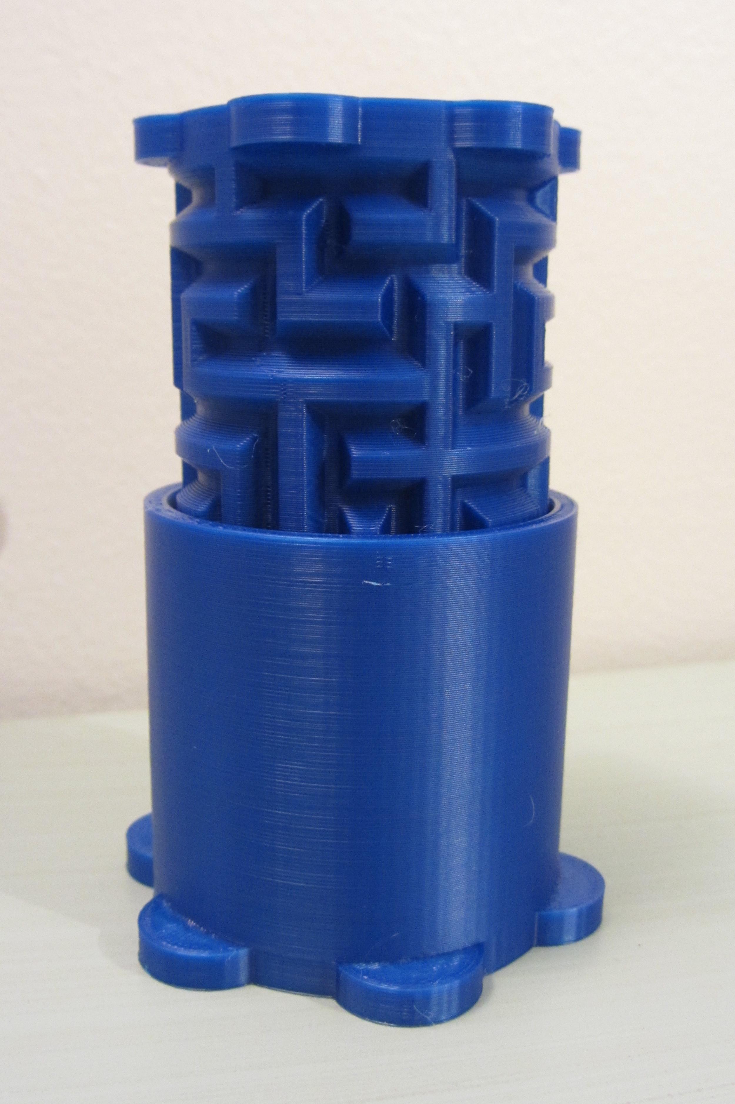 Maze Cylinder Box   Makergear M2 - 0.2mm layers - Blue PLA