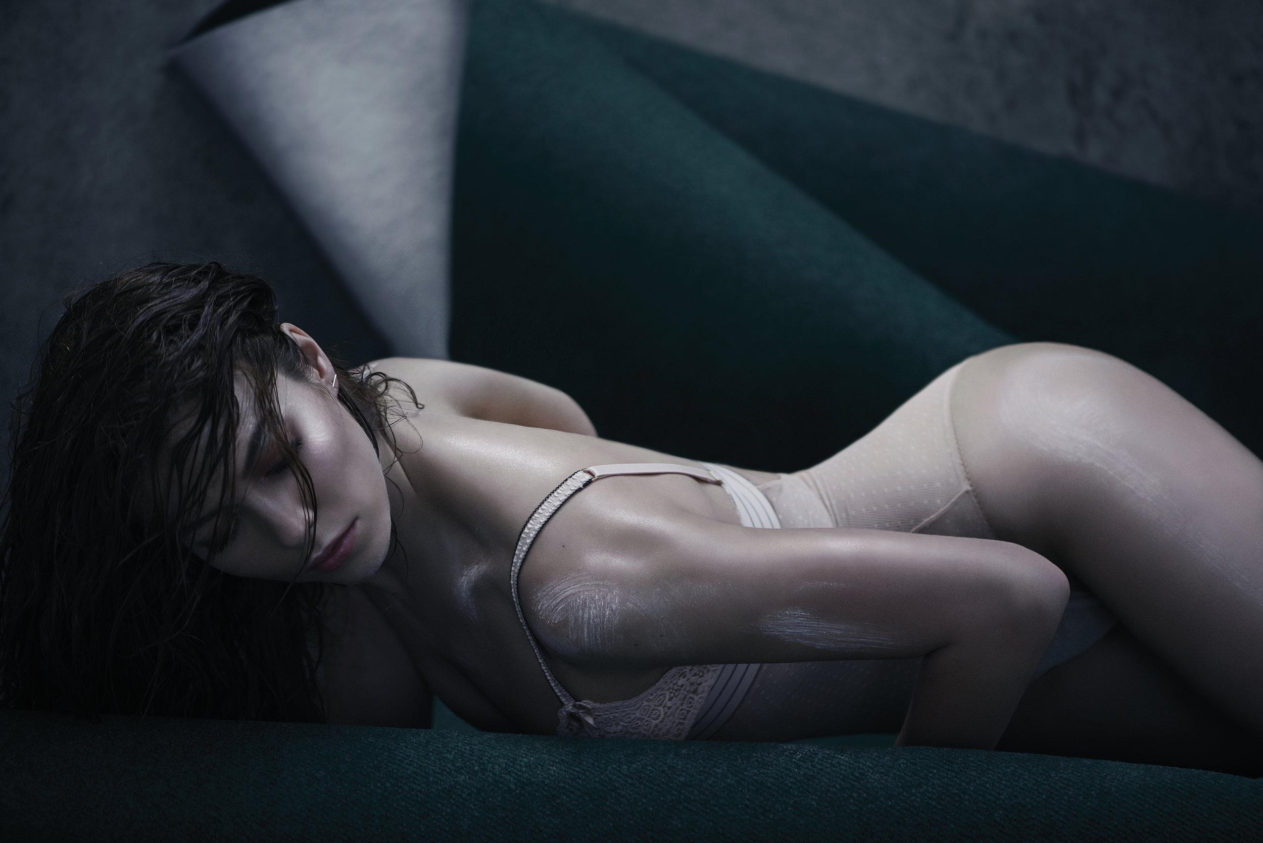 Bodysuit Stella McCartney, Earring &Other Stories