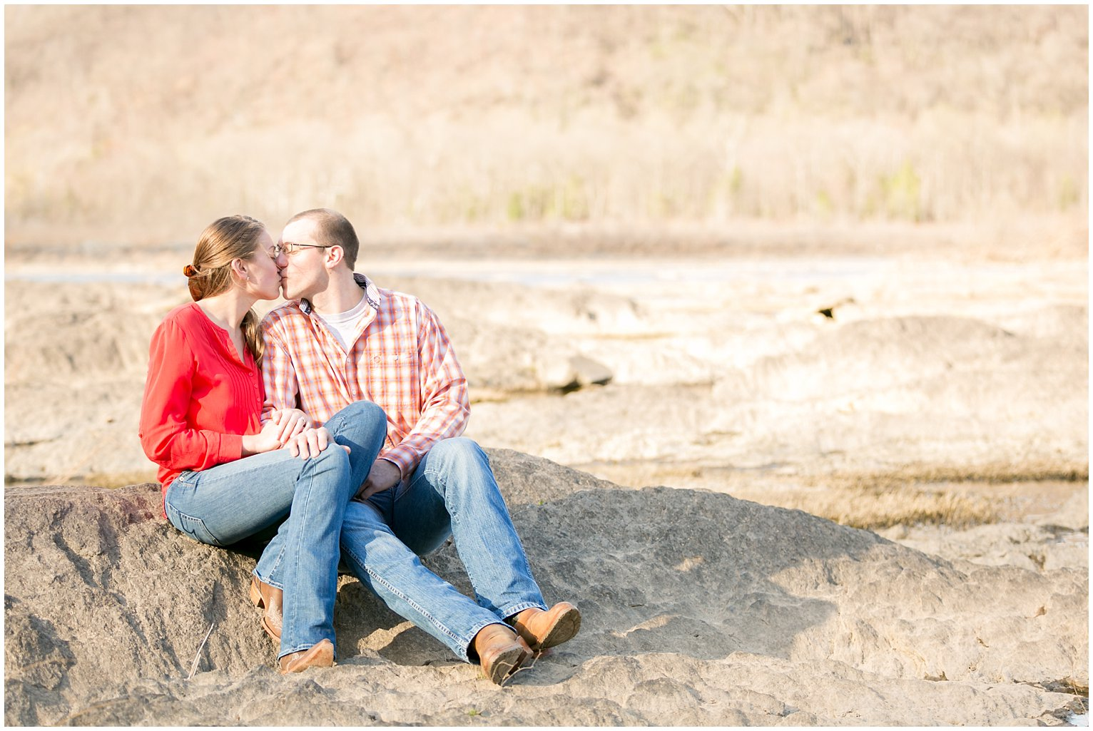 lock12-engagement-session-outdoor-rocks-photo