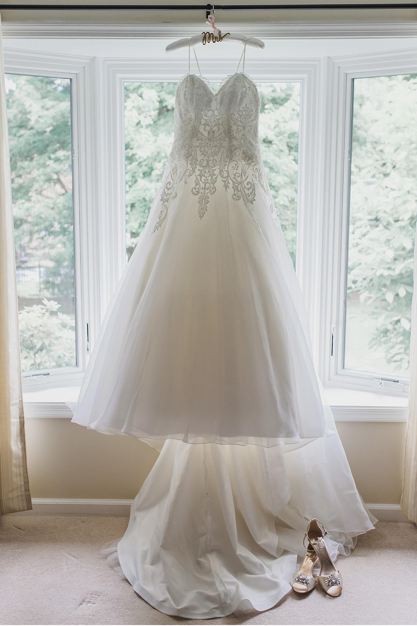 Bridal gown details Hershey Gardens Hershey Country Club Summer beautiful wedding photography_1541.jpg