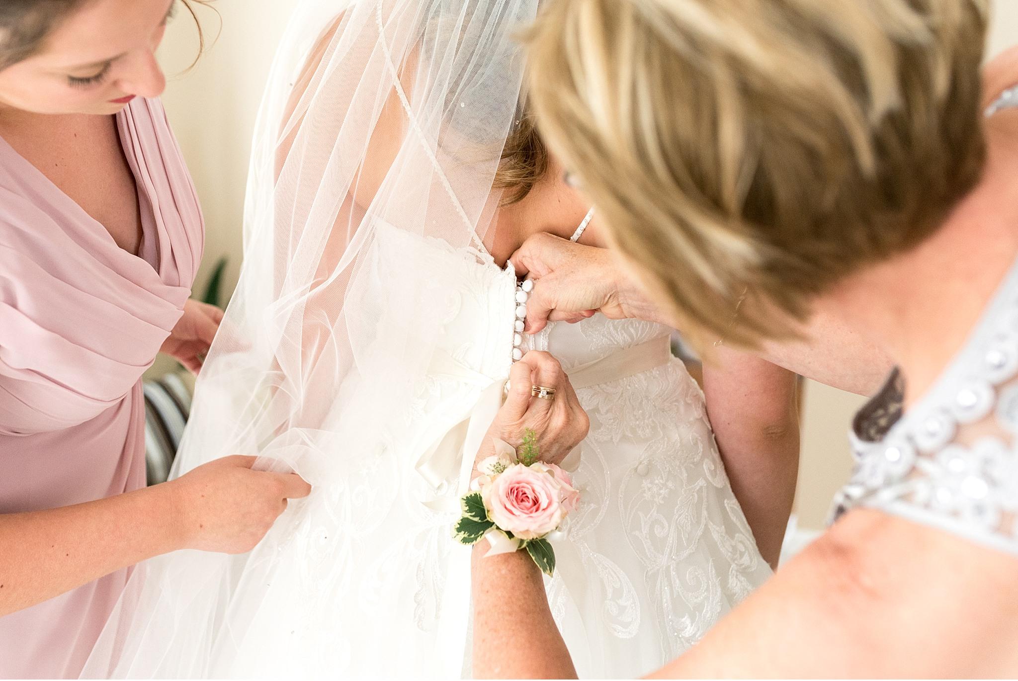 Bride getting ready Hershey Gardens Hershey Country Club Summer beautiful wedding photography_1557.jpg