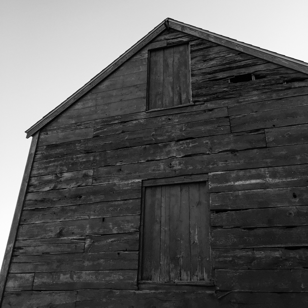 An old barn on the way to our house.