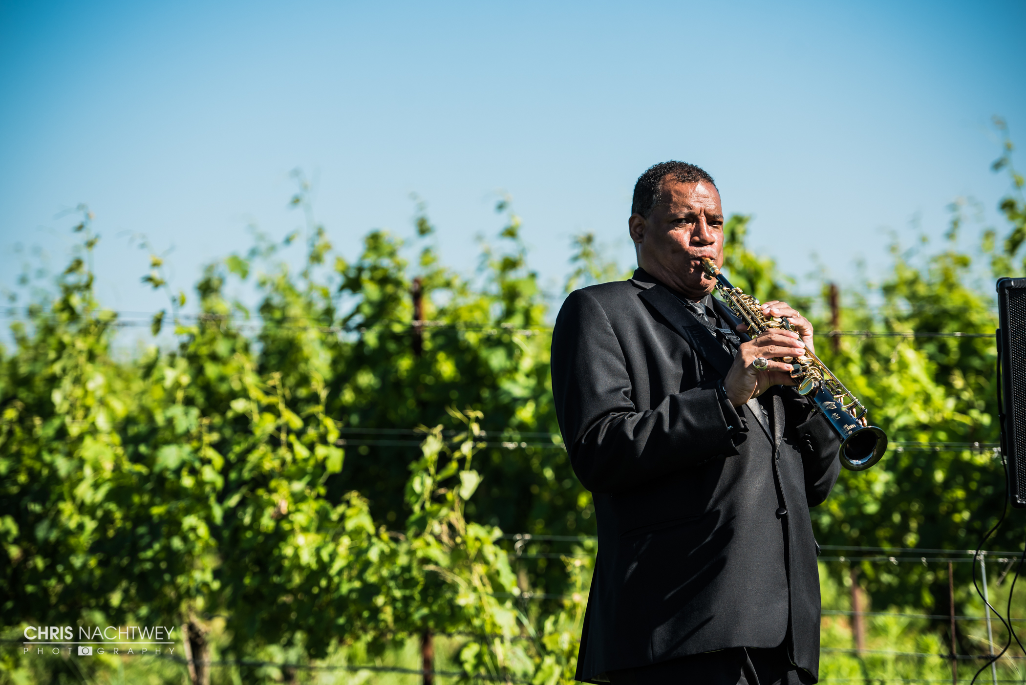 saltwater-farm-vineyard-wedding-photos-lindsay-gabe-chris-nachtwey-photography-2017-31.jpg
