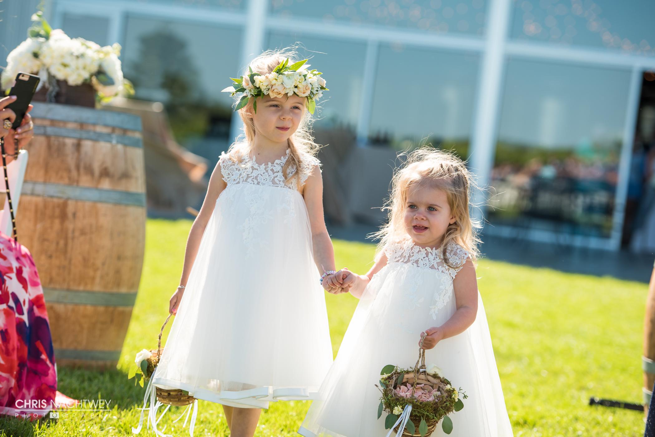 saltwater-farm-vineyard-wedding-photos-lindsay-gabe-chris-nachtwey-photography-2017-32.jpg
