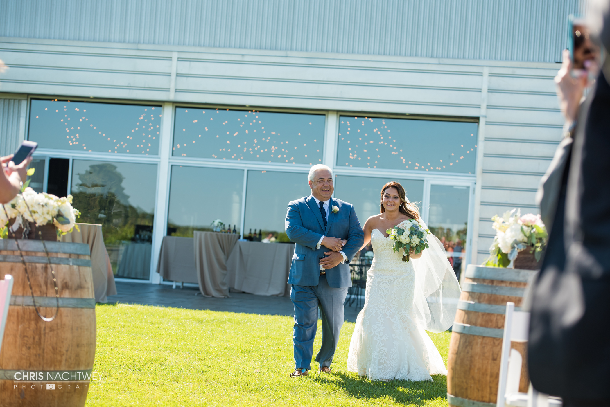 saltwater-farm-vineyard-wedding-photos-lindsay-gabe-chris-nachtwey-photography-2017-33.jpg