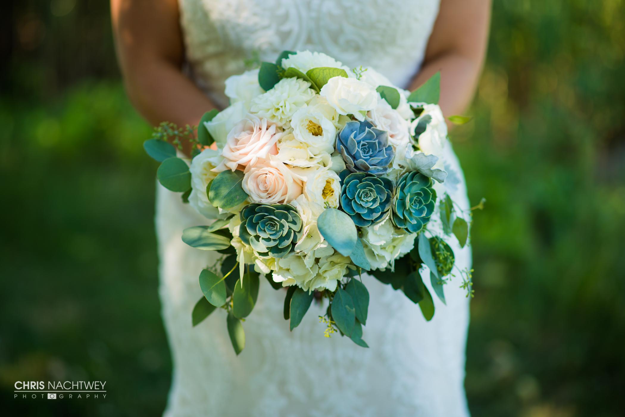 saltwater-farm-vineyard-wedding-photos-lindsay-gabe-chris-nachtwey-photography-2017-25.jpg