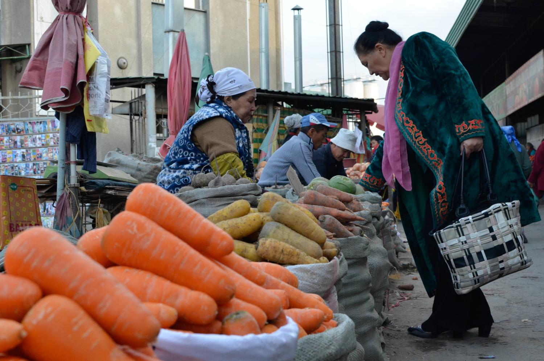 The sprawling bazaar in Osh