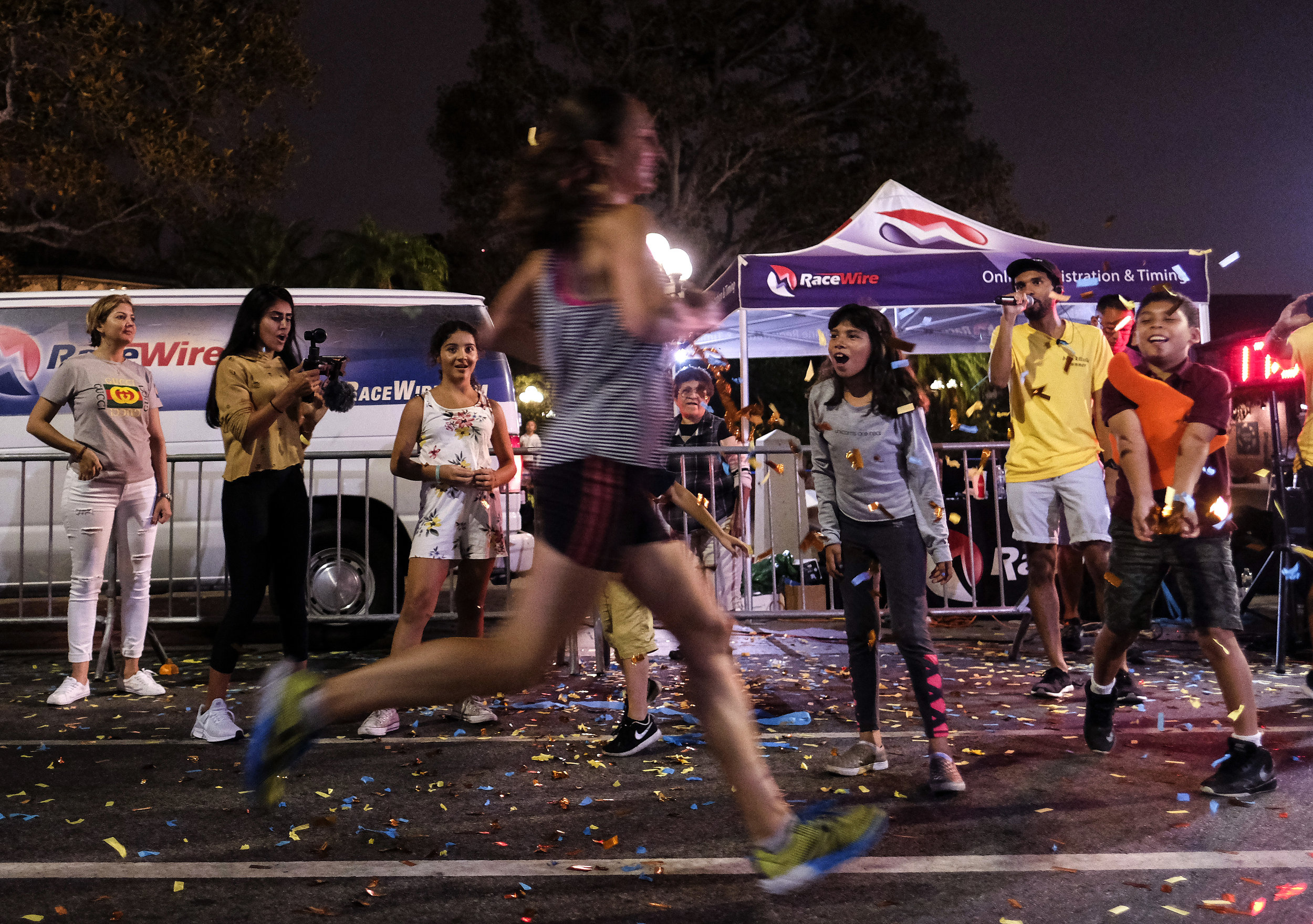 People cheer on runners during the ``Happy Birthday L.A. 5K 2018'' in downtown Los Angeles, the United States on Sept. 2, 2018. Thousands of runners participated in the event to commemorate the Los Angeles City's 237th birthday.