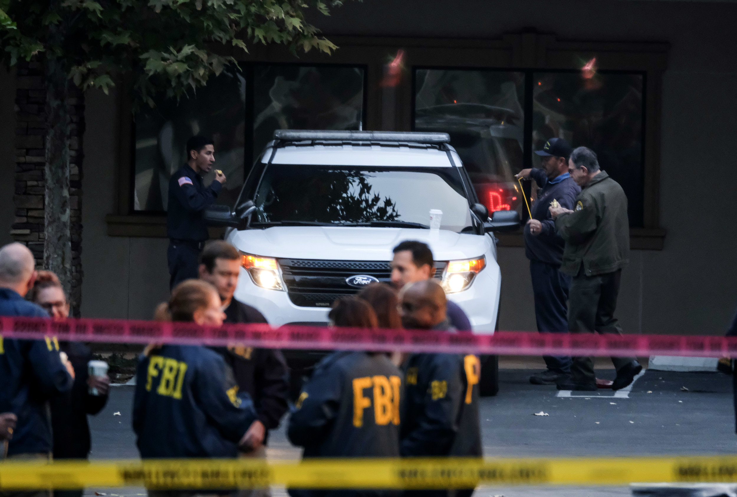 Members of FBI investigate the site of a mass shooting at a bar in Thousand Oaks, California, U.S. November 8, 2018.