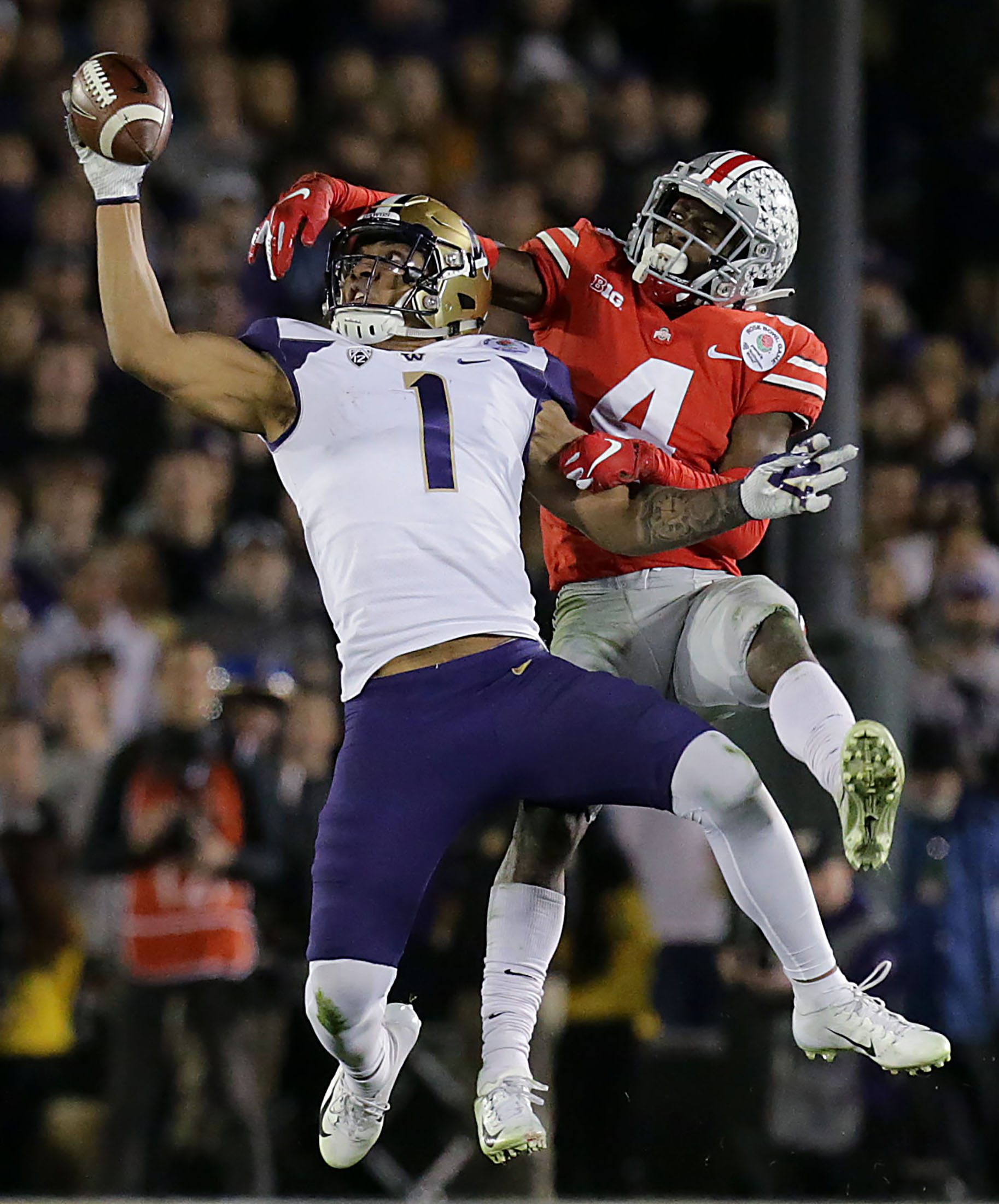 Washington Huskies tight end Hunter Bryant #1 makes the one handed catch as Ohio State Buckeyes quarterback Chris Chugunov #4 defends him in the second half of the 105th Rose Bowl game in Pasadena on Tuesday, January 1, 2019.