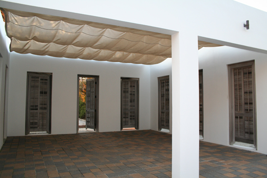 :: a pretty carport ::