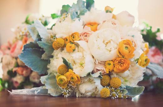 white bouquet-wedding (snippet).jpg