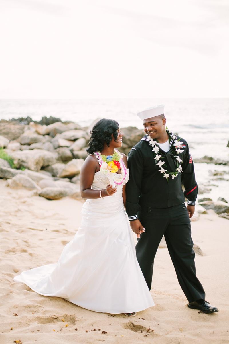 ciara-mack-secret-beach-oahu-intimate-wedding-13.jpg