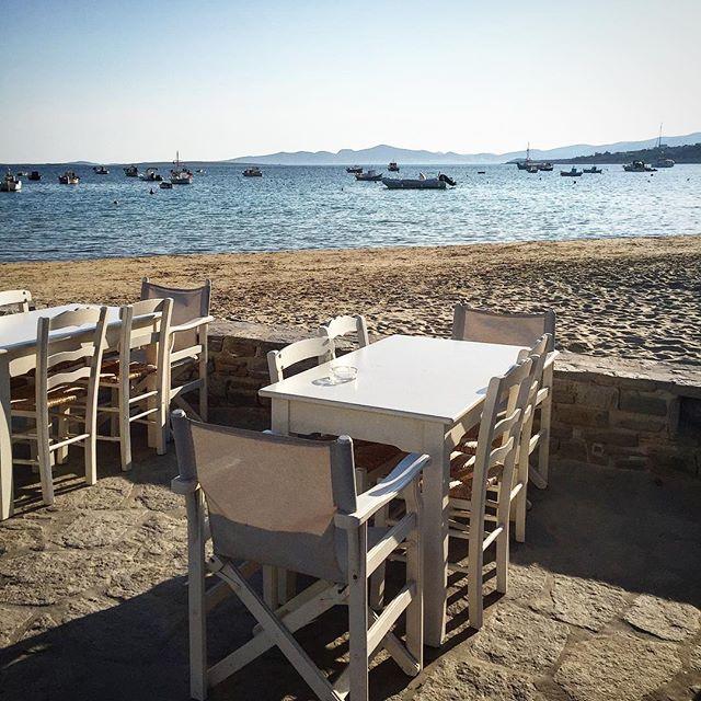 Lunch in Aliki, anyone? #aegeancenter #studyart #studyabroad #paros #greece #lunch #lunchdate #beach #goodweather #beauty #diningalfresco