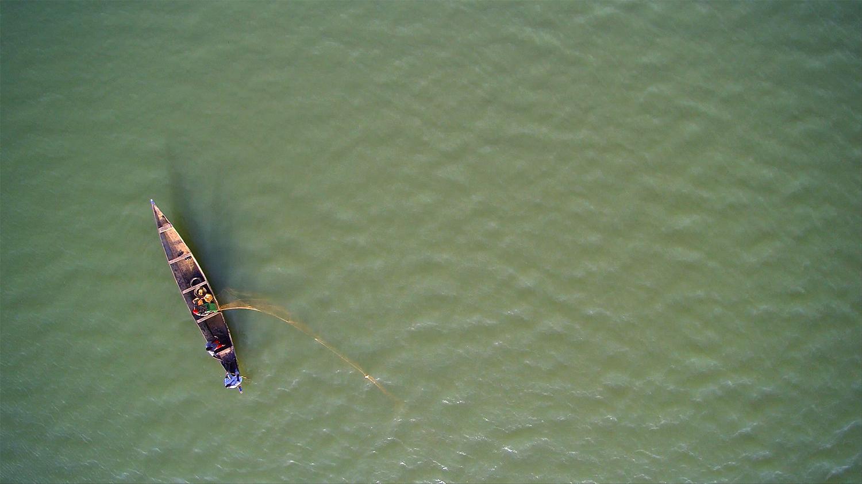 pirogue-drone.jpg