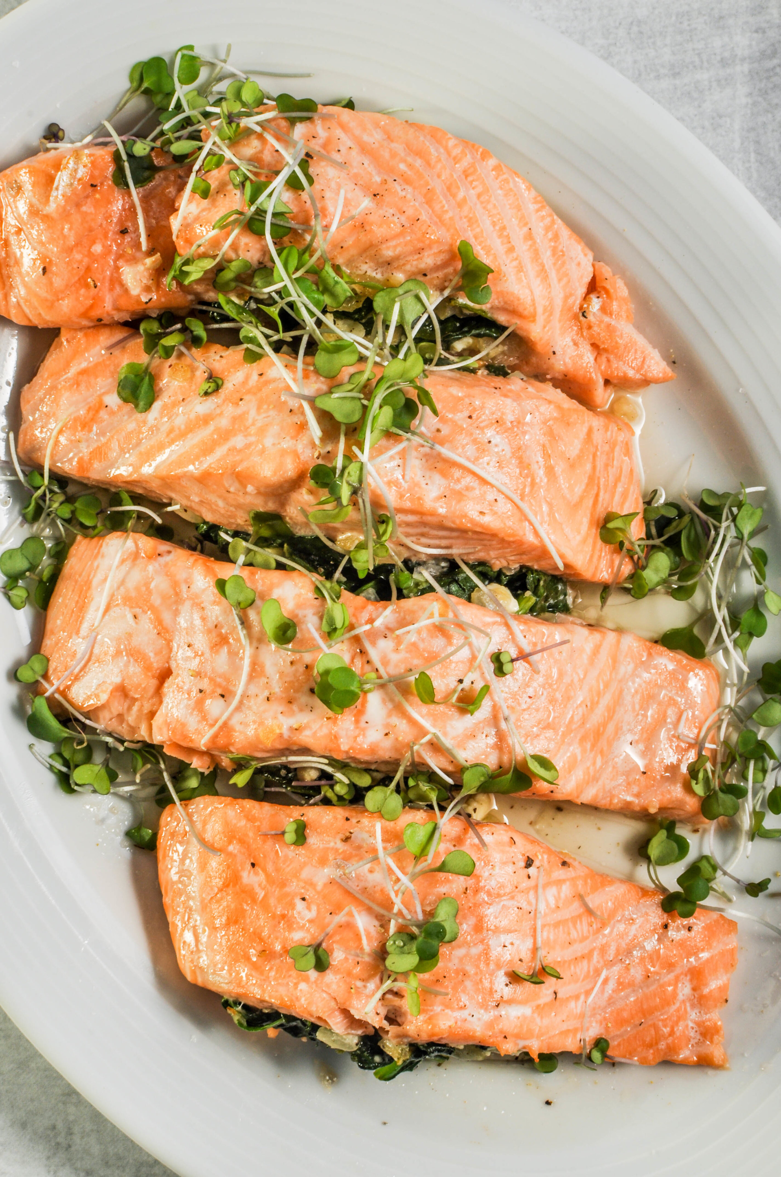 Spinach & Feta Stuffed Salmon | a delicious, healthy weeknight meal that's ready in 20 minutes. #recipes #healthydinner #pescetarian