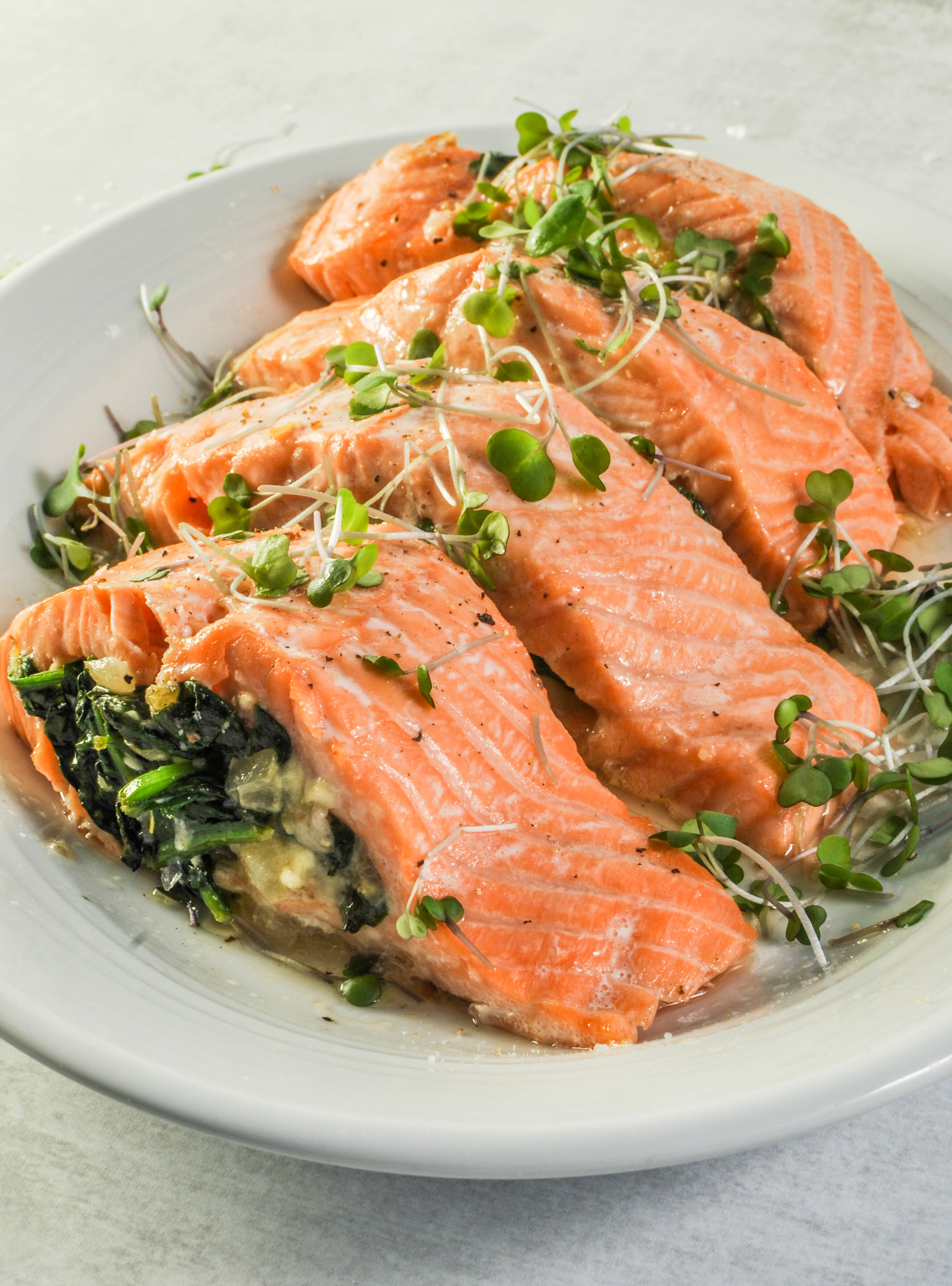 Salmon Stuffed with Spinach & Feta. Dinner for four people in less than 20 minutes! This healthy recipe is a weeknight favorite. #salmon #spinach #dinner
