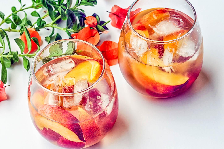 peach and raspberry sangria recipe (1 of 3).jpg