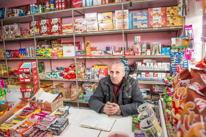 Agim Osmani supermarkt owner in Pestova