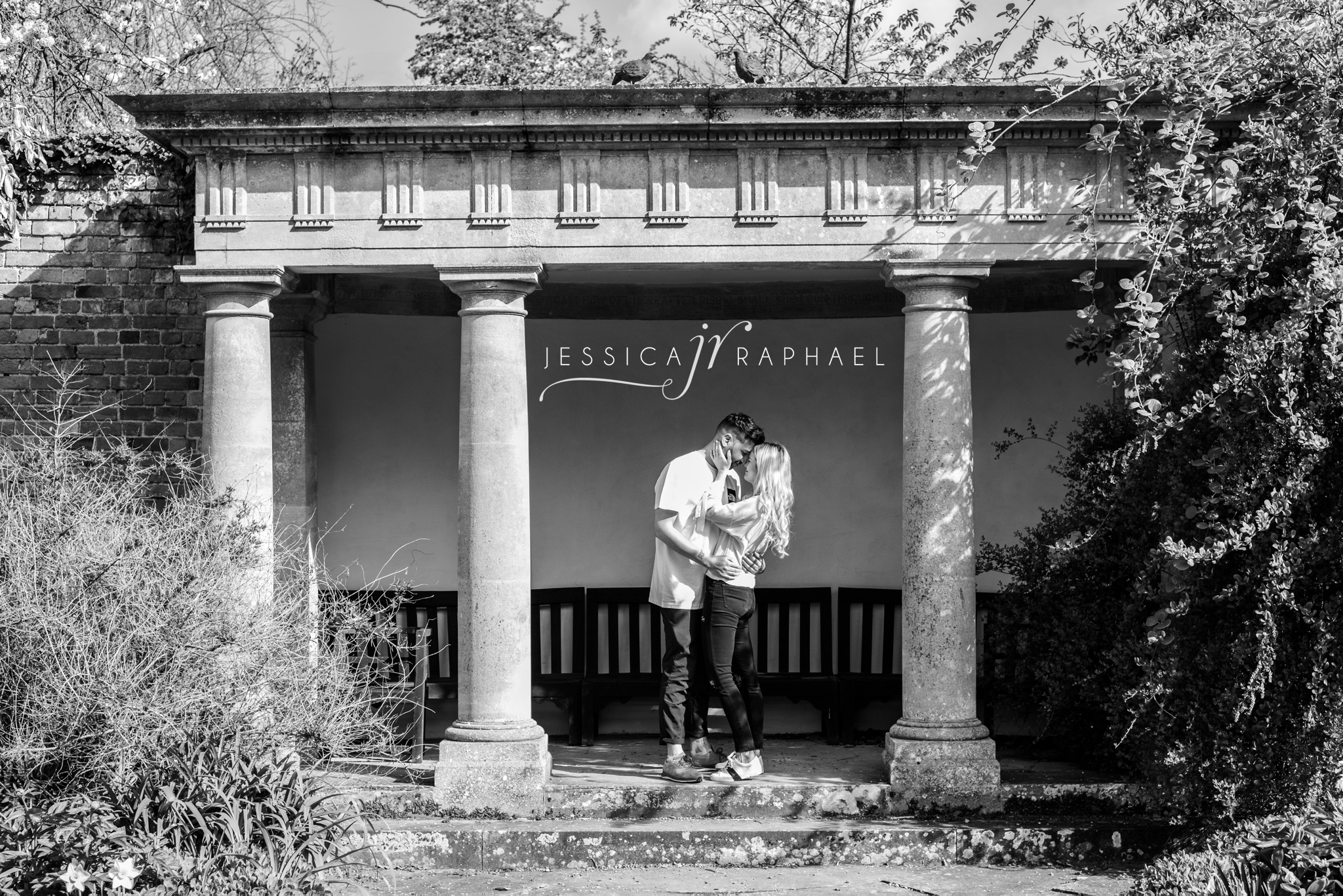 engagement-photography-spring-jessica-raphael-photography-spetchley-park-gardens