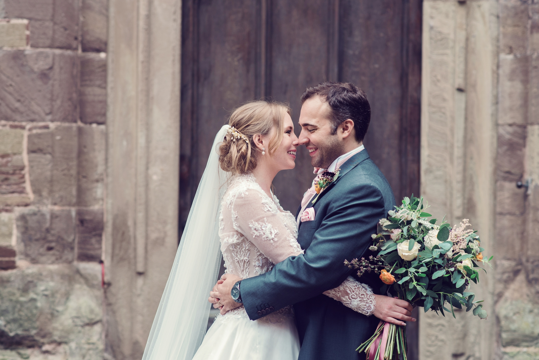 jessica-raphael-photography-hampton-court-castle-wedding-photos