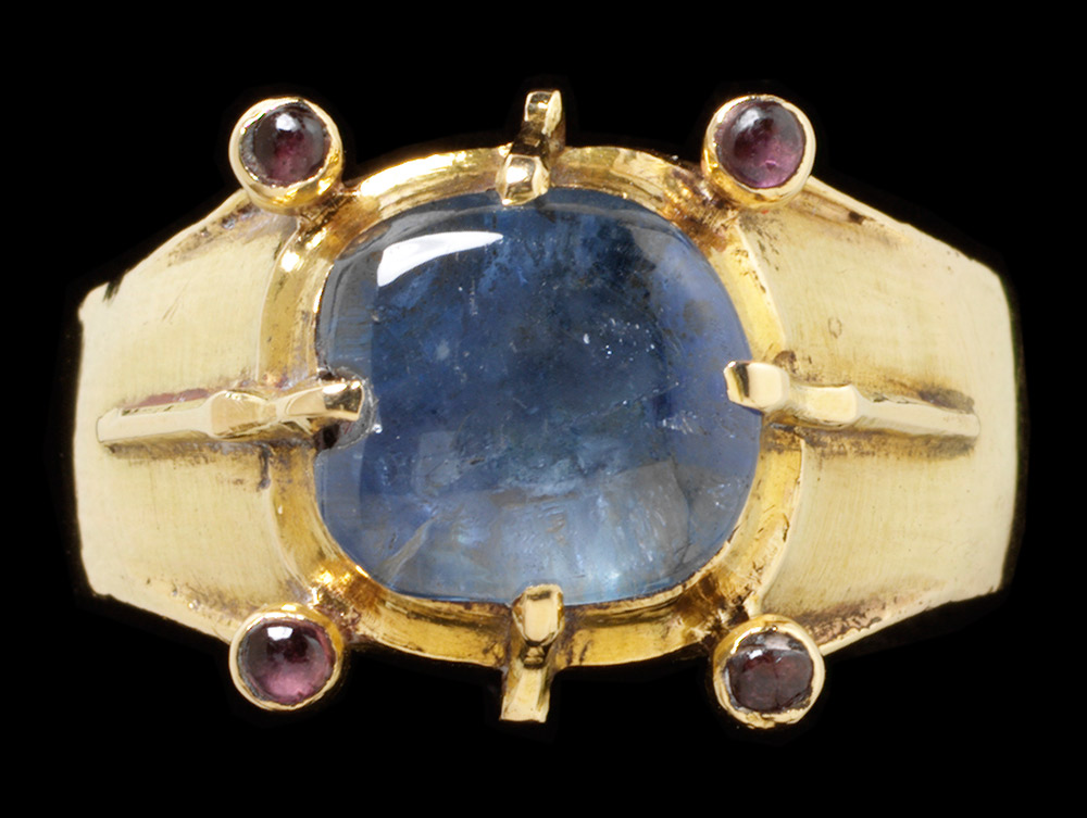 English ring, 1250 - 1300, gold set with blue sapphire and purple sapphires.