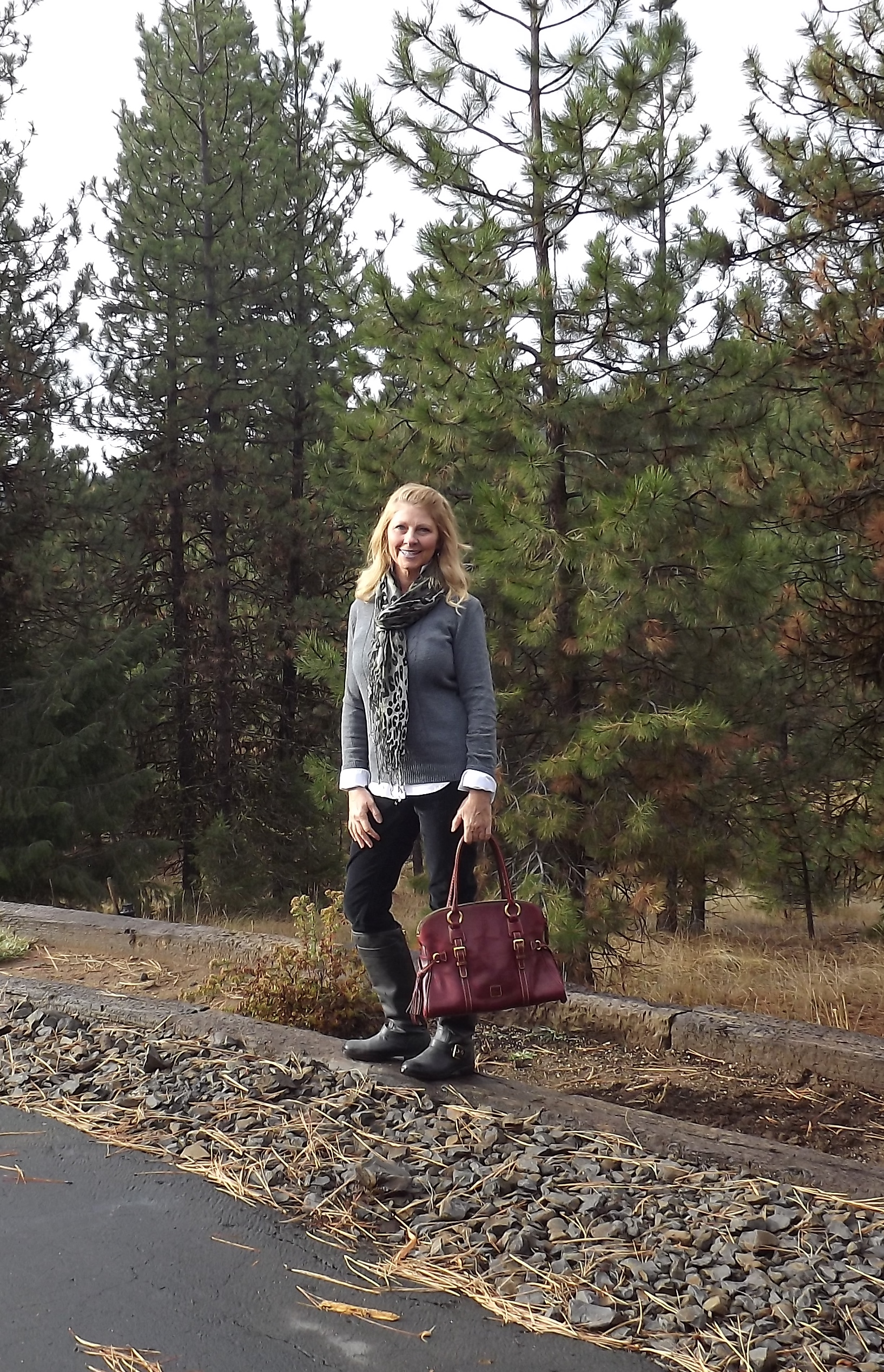 I've had this beautiful D&Bbag for a couple of years and it is perfect for the fall season and added a pop of color to my outfit.