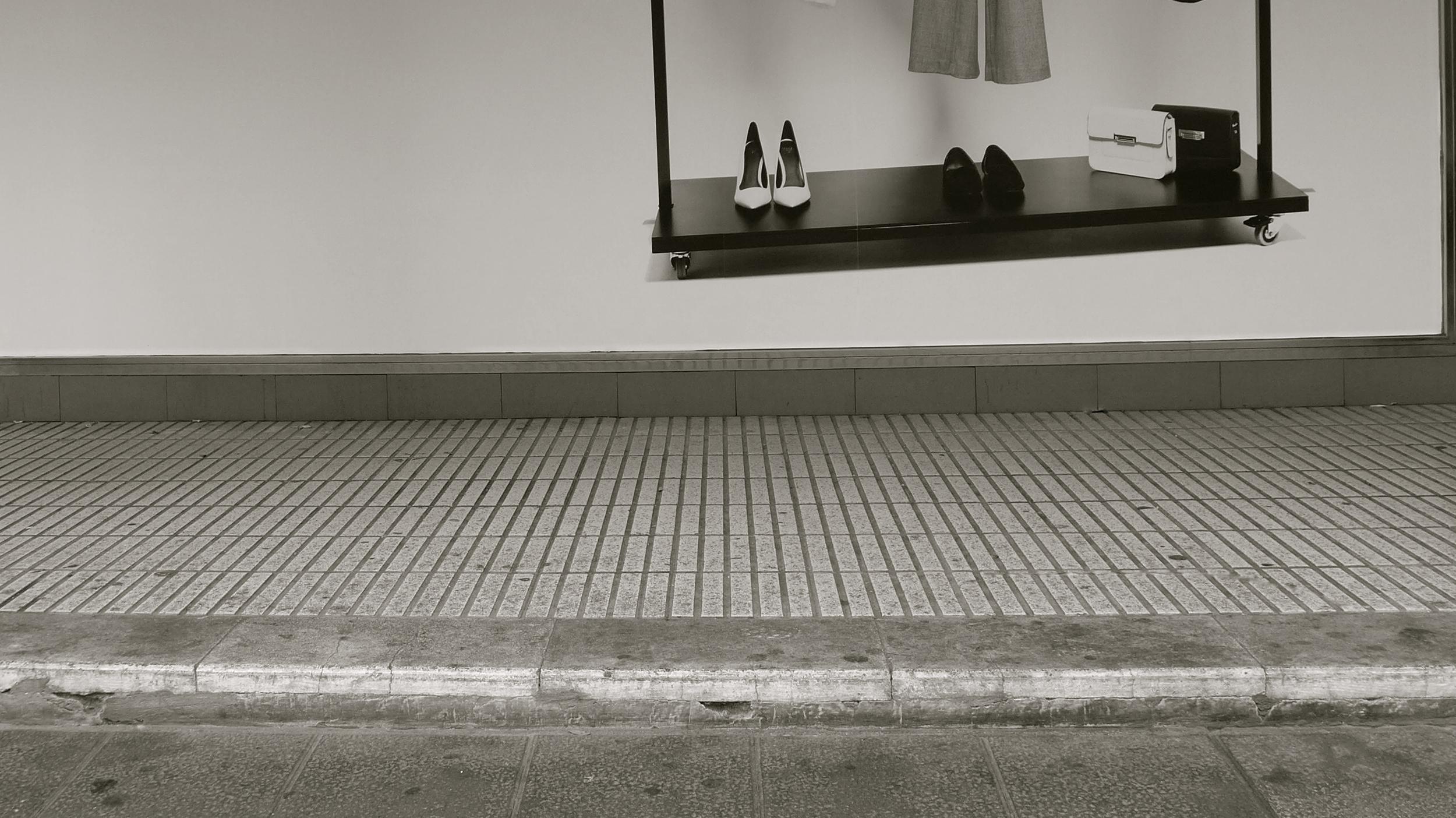 En blanco zapatos