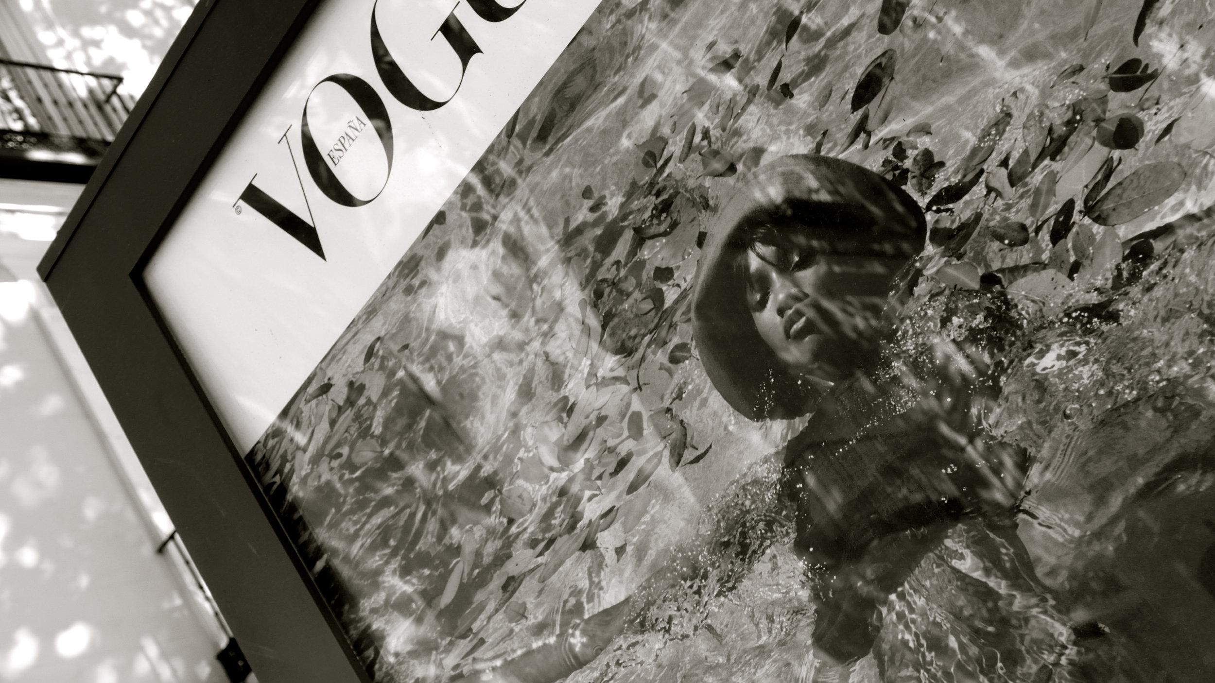 Vogue 30 reflejo agua