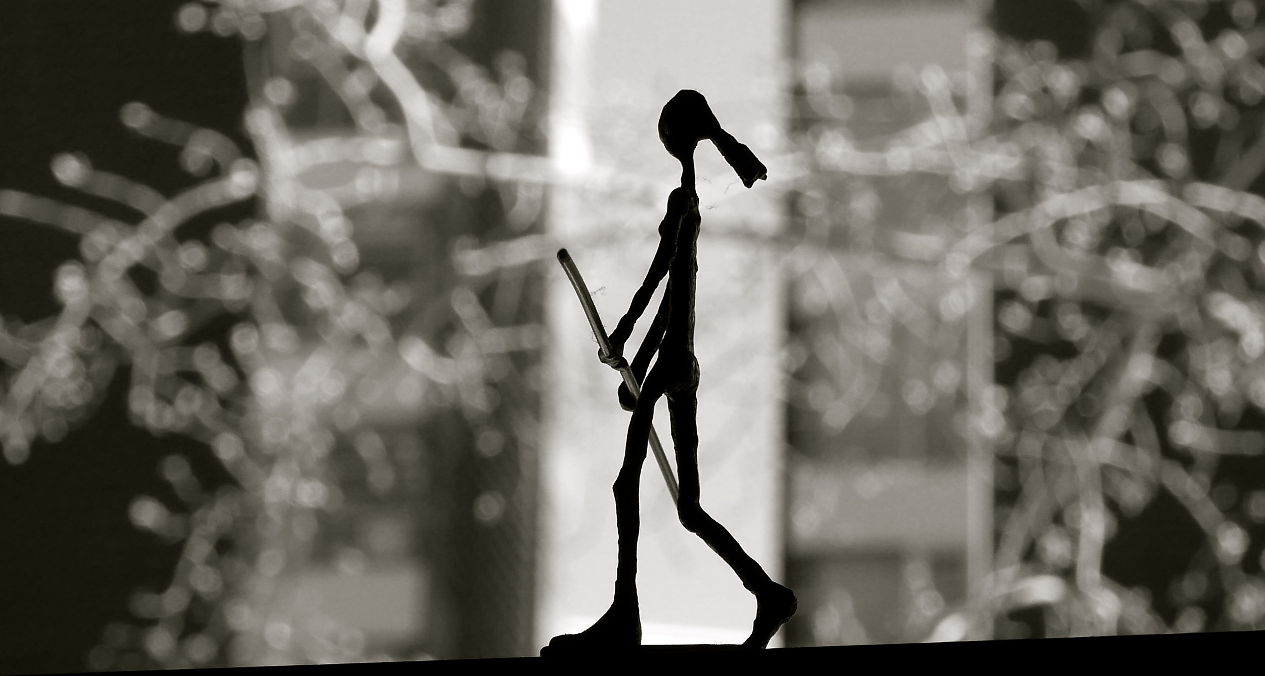Silueta funambulista escultura