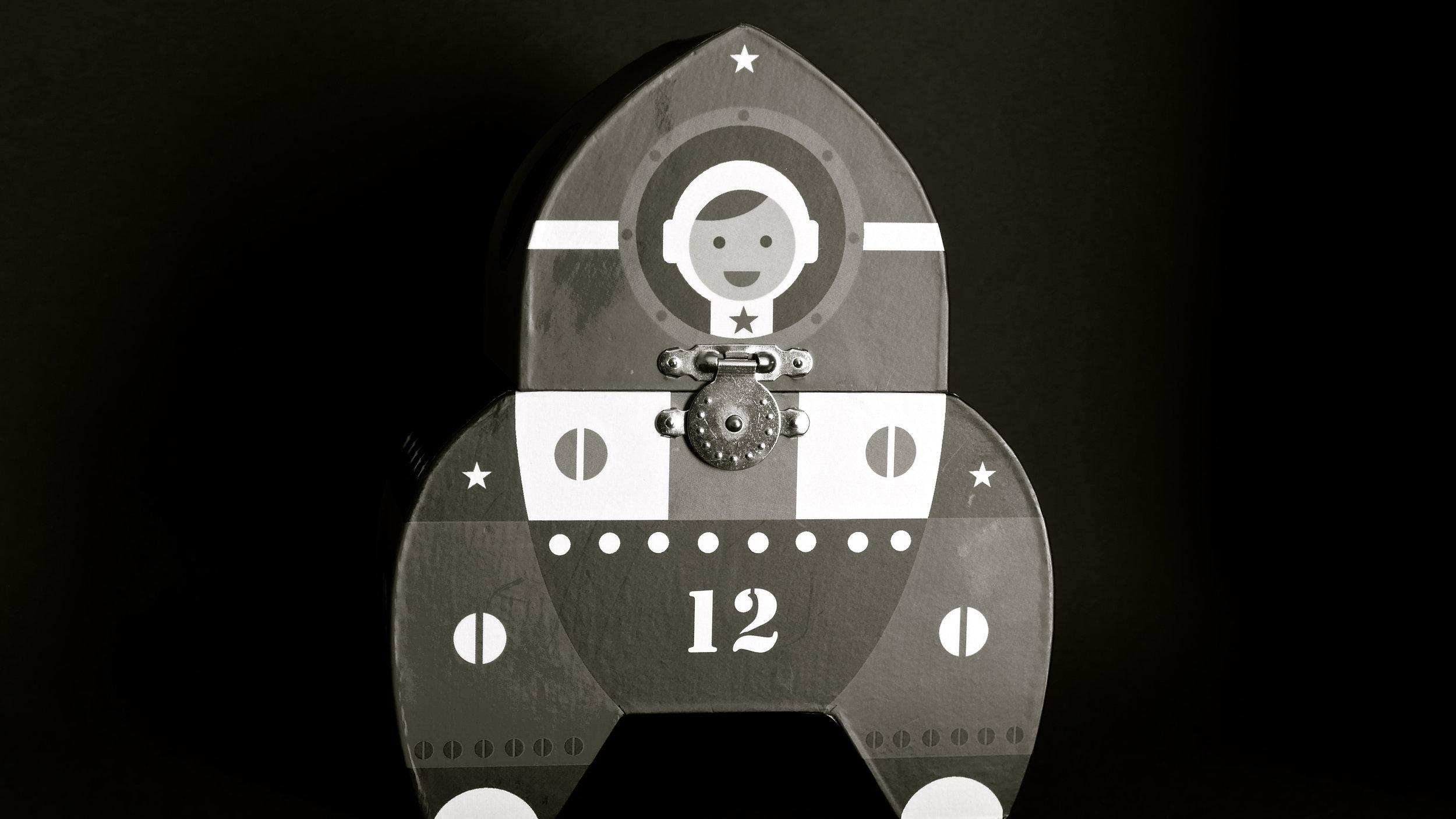 Astronauta caja música - satélite
