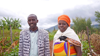 Pictured: John & Vivienne from Rwanda.    Image credit: Ric Rawlins for Send a Cow