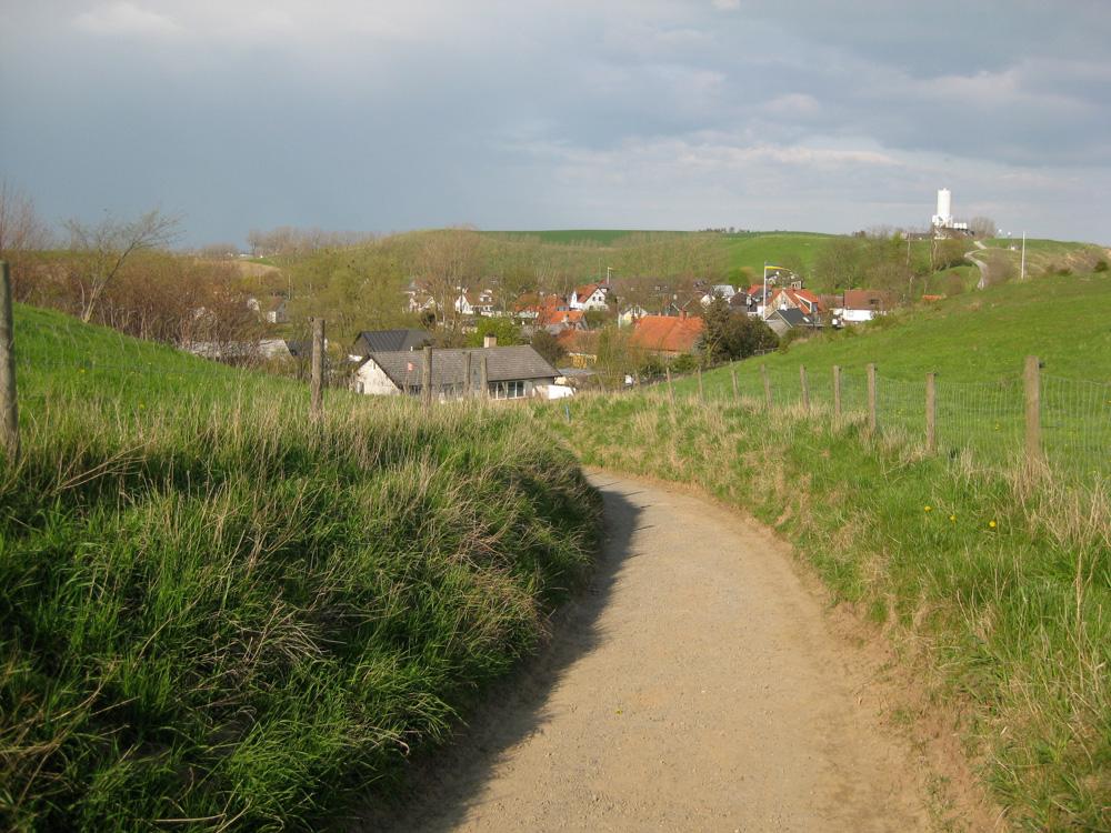 The road from Ales Stenar down toKåseberga