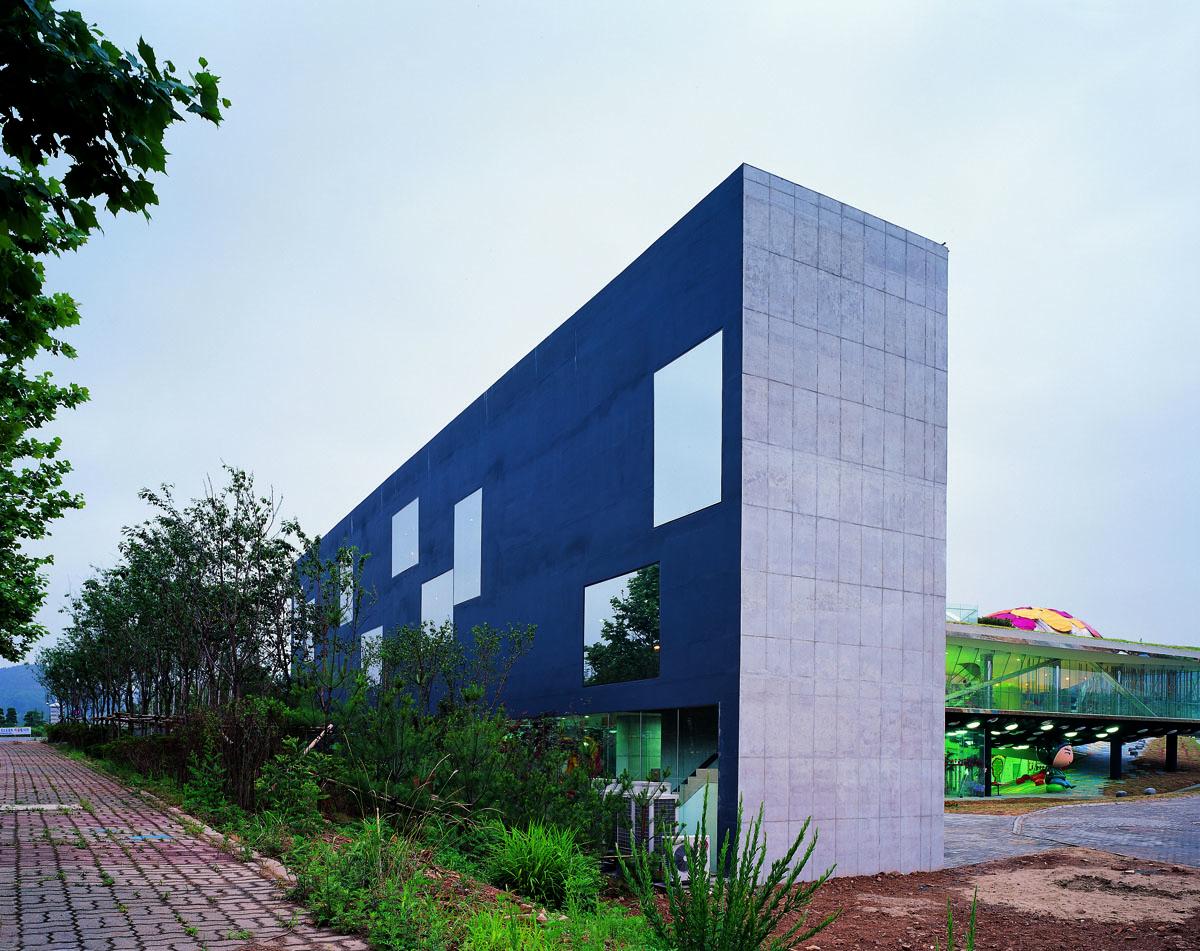 Art warehouse-02.jpg