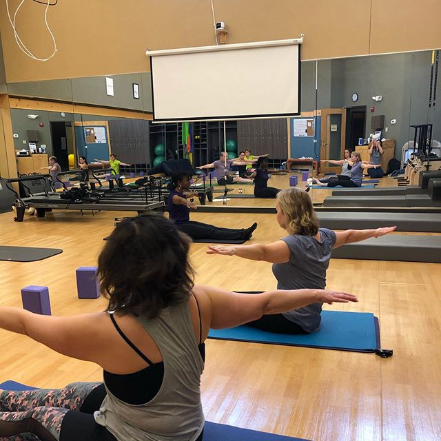 Thanks to all the friendly faces who came to Summer Burn & Restore this past Saturday! 🔥🙏🏼 . . . #ibjihpi #healthperformanceinstitute #moveperformlivebetter #matpilates #deepstretch #yoga #highlandpark #moveinspired #summertime #moveyourbody