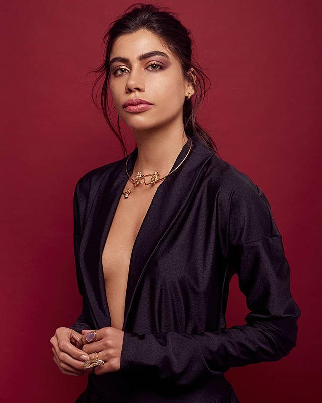 T R E S by @shubamagazine  Model: @nathyconstantino by @theface.models  Makeup Artist: @roxavedillomua  Stylist: @stylist.irvingurquidi  Hair: @rafael.imagenpublica  Maxidress: @larissatorres_mx  Jewels: @mariamariscal & @tallerdeobsidiana  Gear: @canonmexicana 5D MARK III  @elinchrom_ltd + Beauty Dish Post: @wacom @wacommexico  @infinitecolorpanel  #editorial #fotografia #fotografocdmx #makeup #stylist #slyfotografia #cdmx
