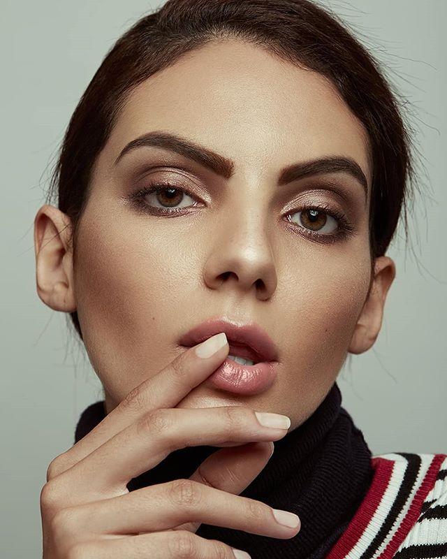 Beauty @maranovaes_ by @paragonmodelm | Makeup Artist: @roxavedillomua  Gear: @canonmexicana 5D Mark III + 100 mm f: 2.8  @elinchrom_ltd + Beauty Dish  @wacom_mexico @wacommexico @wacom  #beauty #maquillaje #makeup #bookmodel #testshot #cdmx #fotografia #modelo